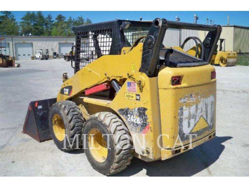 CATERPILLAR SKID STEER LOADERS 242B 3 AG equipment  photo 3