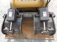 CATERPILLAR SKID STEER LOADERS 242B3 equipment  photo 18