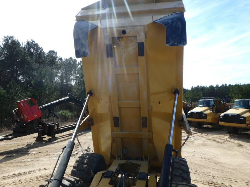 CATERPILLAR KNICKGELENKTE MULDENKIPPER 745C equipment  photo 11