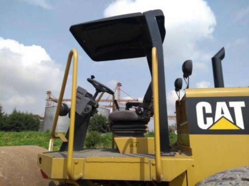 CATERPILLAR 振動シングル・ドラム・スムーズ CS-533E equipment  photo 14