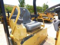 CATERPILLAR VIBRATORY DOUBLE DRUM ASPHALT CB-214E equipment  photo 7
