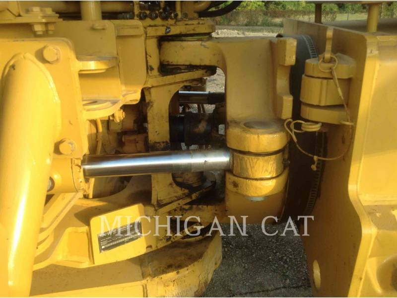 CATERPILLAR CAMIONES DE AGUA 725 WW equipment  photo 10