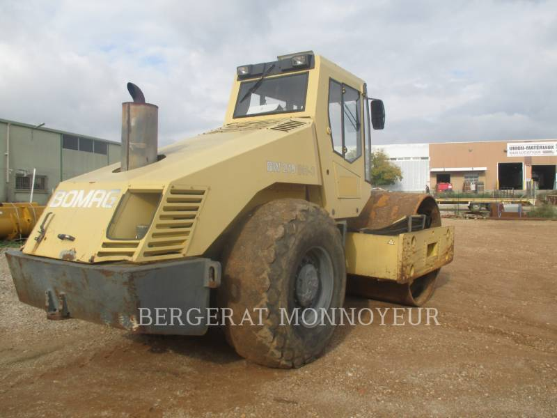 BOMAG COMPACTOREN BW219 equipment  photo 4