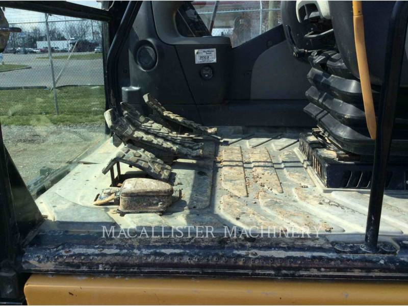 CATERPILLAR EXCAVADORAS DE CADENAS 320D equipment  photo 16