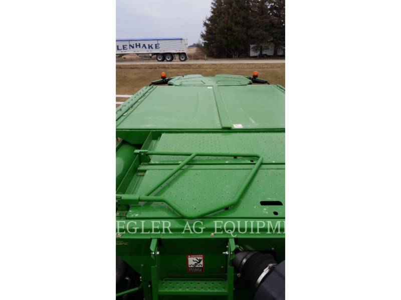 DEERE & CO. COMBINES S680 equipment  photo 17