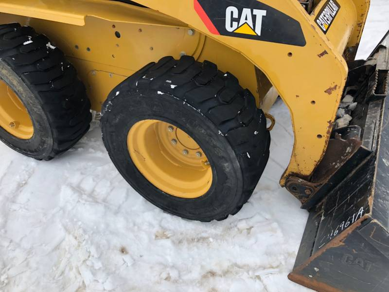 CATERPILLAR スキッド・ステア・ローダ 242B3 equipment  photo 9