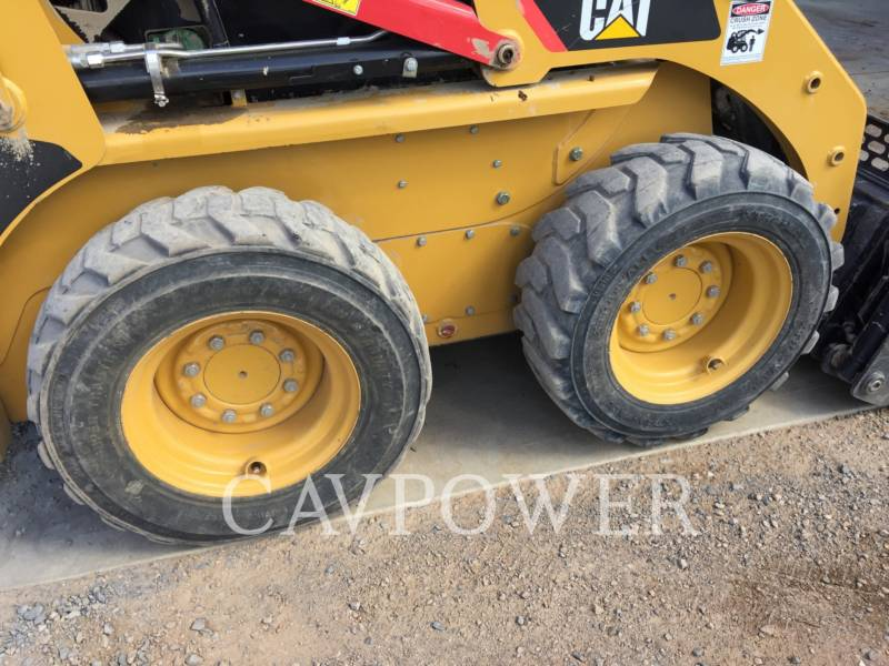 CATERPILLAR CHARGEURS COMPACTS RIGIDES 216B2 equipment  photo 11