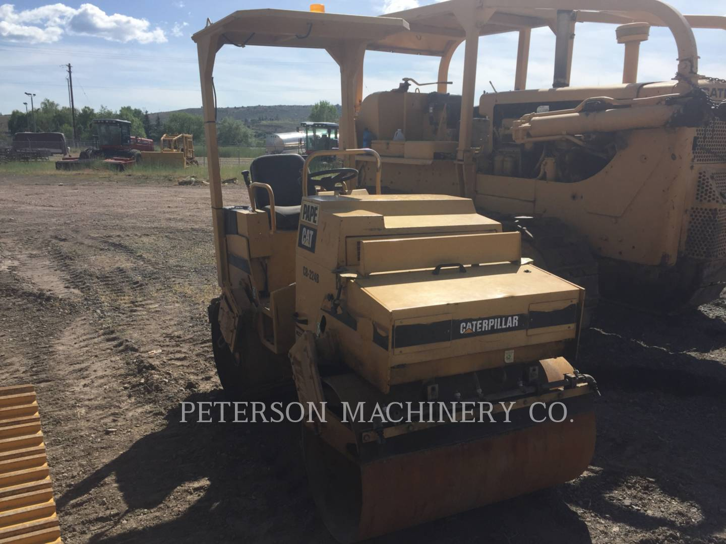 Detail photo of 1993 Caterpillar CB-214B from Construction Equipment Guide