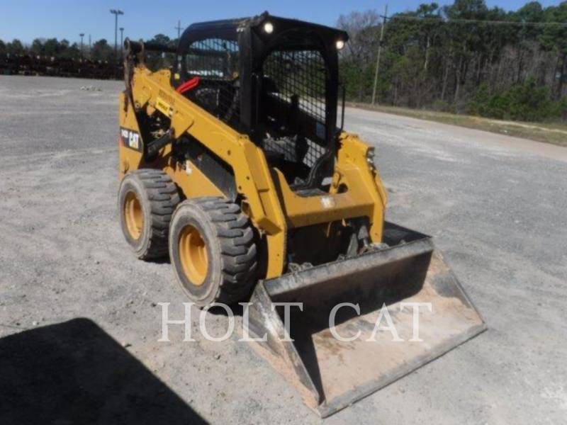 CATERPILLAR SKID STEER LOADERS 242D equipment  photo 2