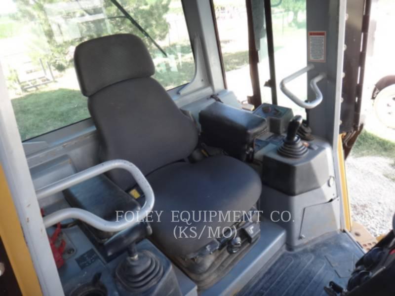 CATERPILLAR TRACK TYPE TRACTORS D5GXL equipment  photo 18