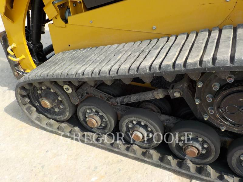 CATERPILLAR MULTITERREINLADERS 257D equipment  photo 16