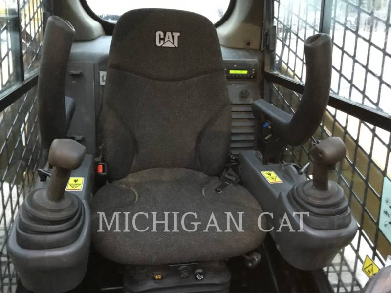 CATERPILLAR CHARGEURS TOUT TERRAIN 257D A2Q equipment  photo 5