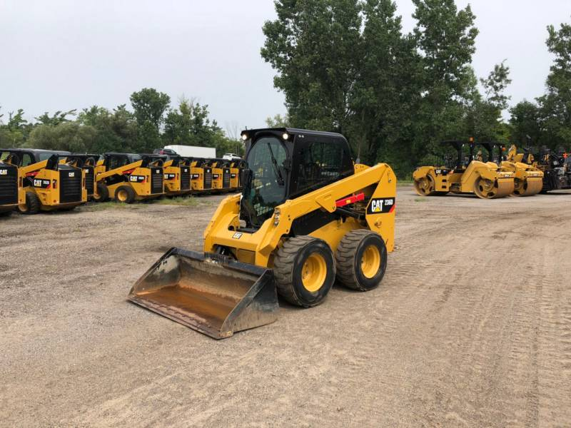 CATERPILLAR PALE COMPATTE SKID STEER 236 D equipment  photo 1