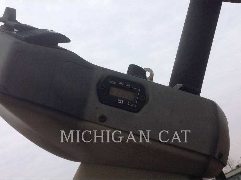 CATERPILLAR TANDEMVIBRATIONSWALZE, ASPHALT CB64 equipment  photo 12