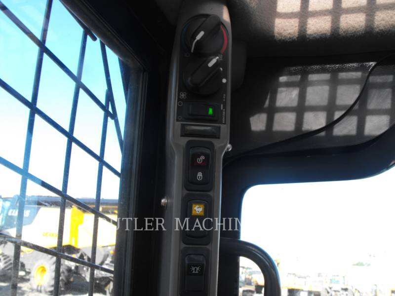 CASE/NEW HOLLAND SKID STEER LOADERS TV380 equipment  photo 7