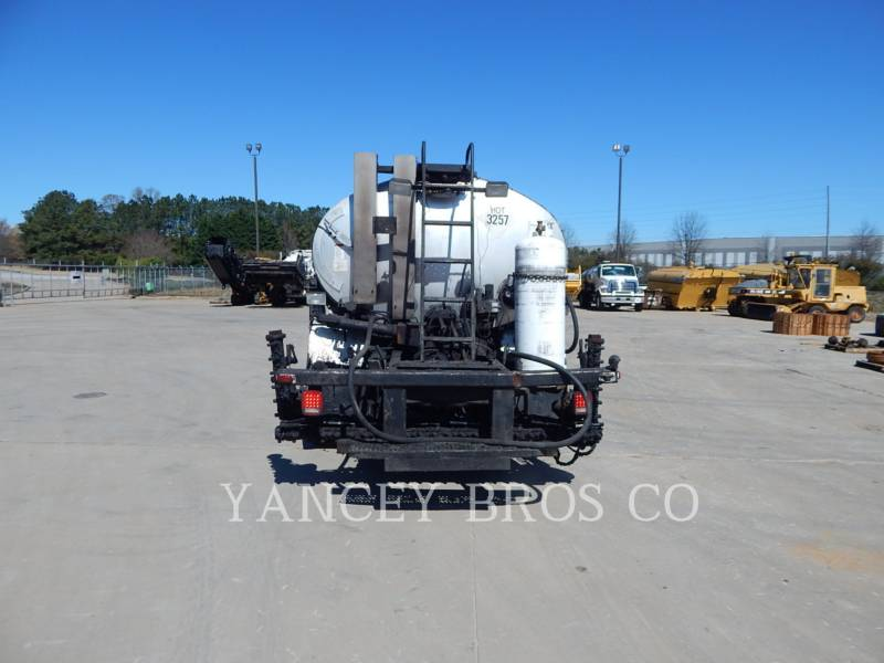 FREIGHTLINER CAMIONS ROUTIERS M2106 equipment  photo 12