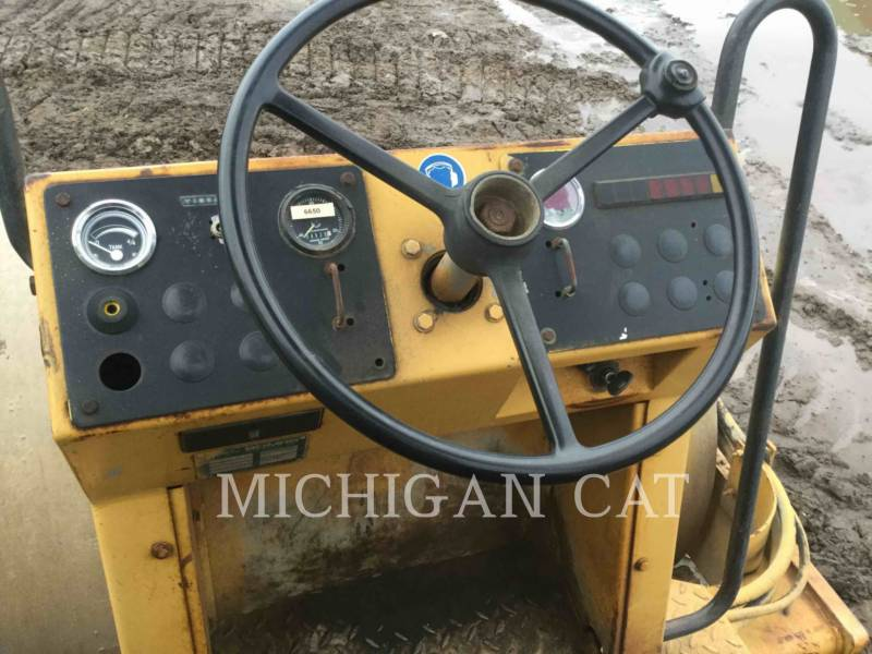 BOMAG COMPACTEUR VIBRANT, MONOCYLINDRE LISSE BW172D equipment  photo 12