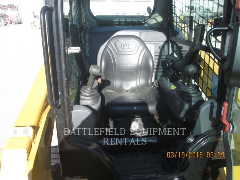 CATERPILLAR KOMPAKTLADER 242D equipment  photo 7