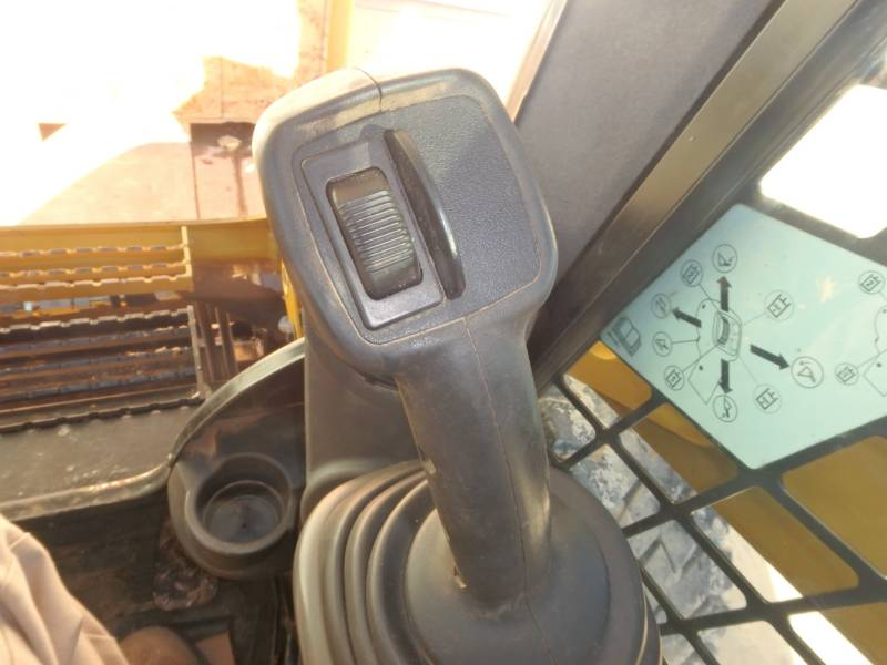 CATERPILLAR KOMPAKTLADER 262D equipment  photo 24
