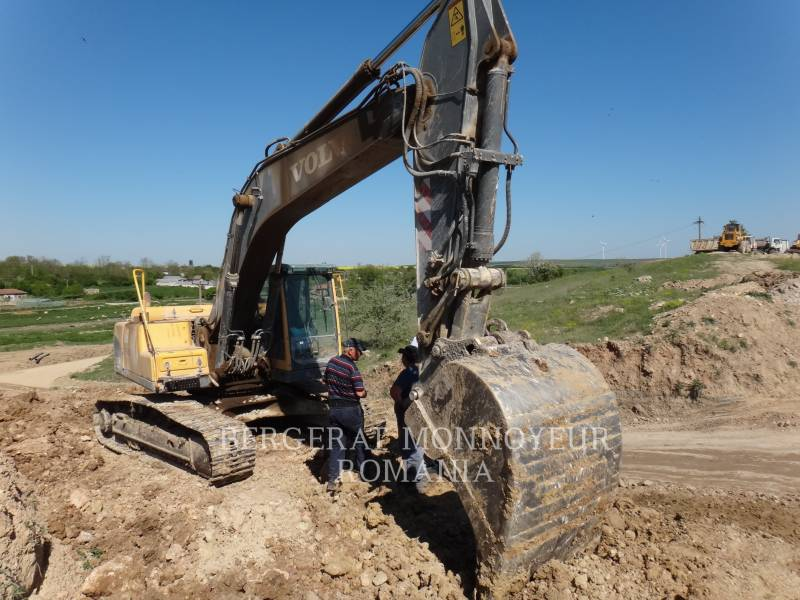 VOLVO TRACK EXCAVATORS EC240BNL equipment  photo 3
