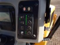 CATERPILLAR 振動ダブル・ドラム・アスファルト CB34B equipment  photo 12