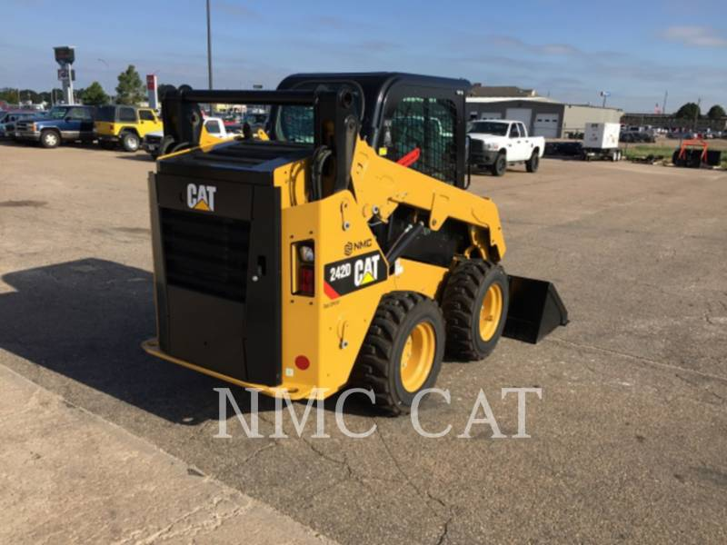 CATERPILLAR MINICARGADORAS 242D equipment  photo 4