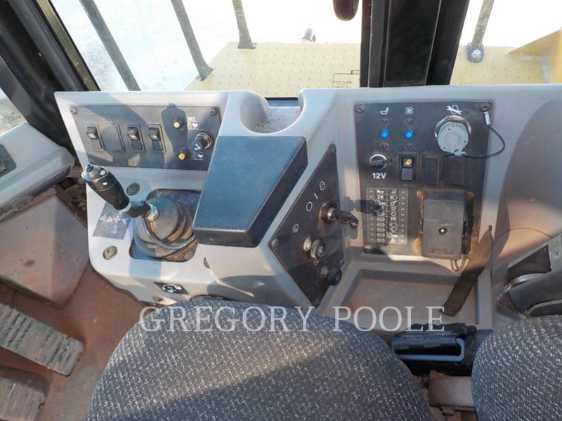 CATERPILLAR TRACTORES TOPADORES DE RUEDAS 815F II equipment  photo 21