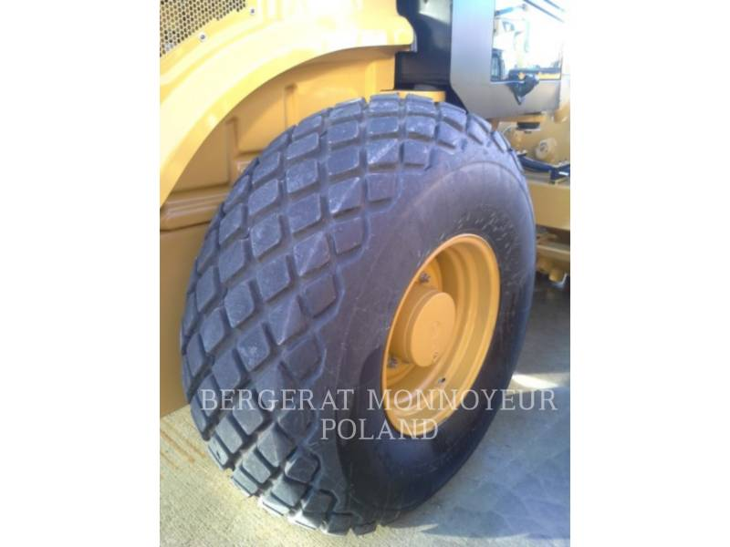 CATERPILLAR COMPACTEUR VIBRANT, MONOCYLINDRE LISSE CS64B equipment  photo 10