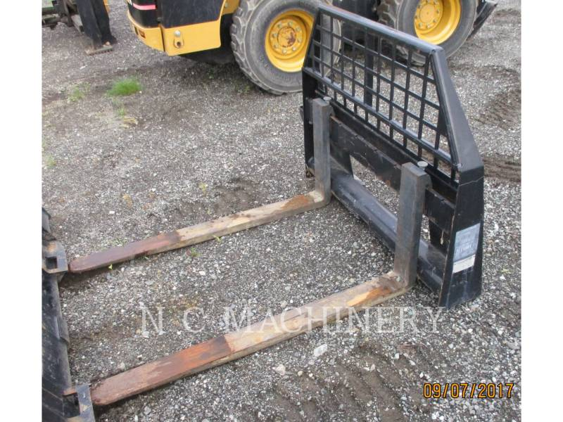 CATERPILLAR SKID STEER LOADERS 252B equipment  photo 8