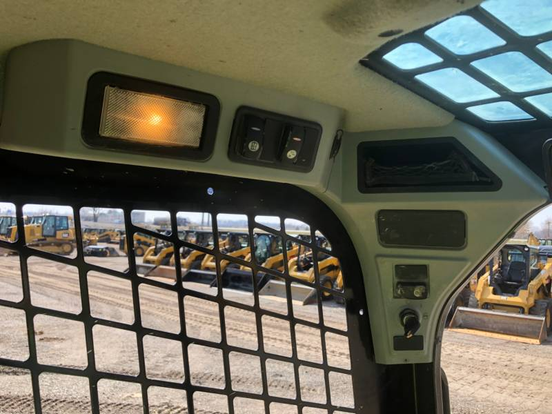 CATERPILLAR KOMPAKTLADER 242D equipment  photo 20
