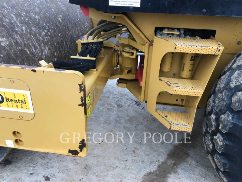 CATERPILLAR COMPACTEUR VIBRANT, MONOCYLINDRE LISSE CS56 equipment  photo 9