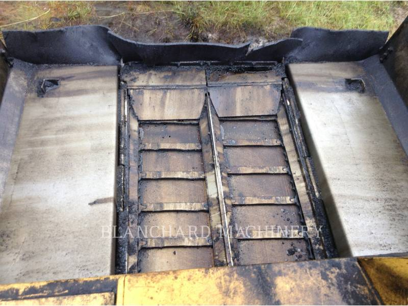 CATERPILLAR ASPHALT PAVERS AP1055D equipment  photo 6