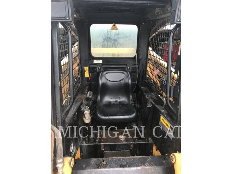 JOHN DEERE CHARGEURS COMPACTS RIGIDES 8875 equipment  photo 5
