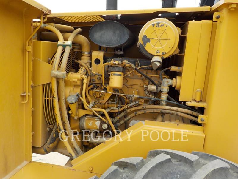 CATERPILLAR VIBRATORY SINGLE DRUM PAD CP-433C equipment  photo 22