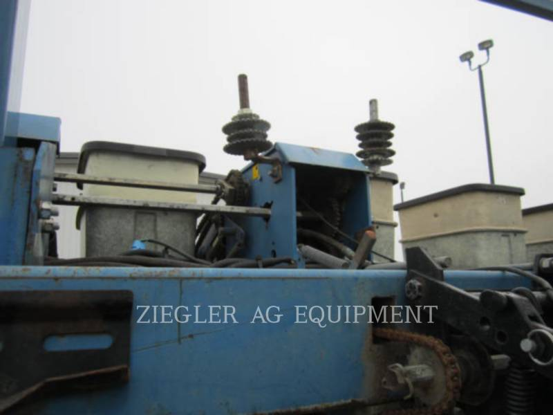 KINZE PLANTING EQUIPMENT 2300 equipment  photo 12