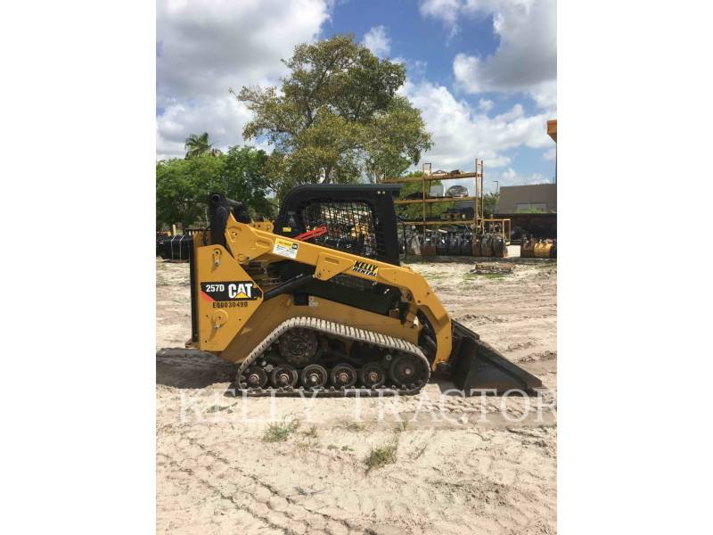 CATERPILLAR CHARGEURS TOUT TERRAIN 257D equipment  photo 4