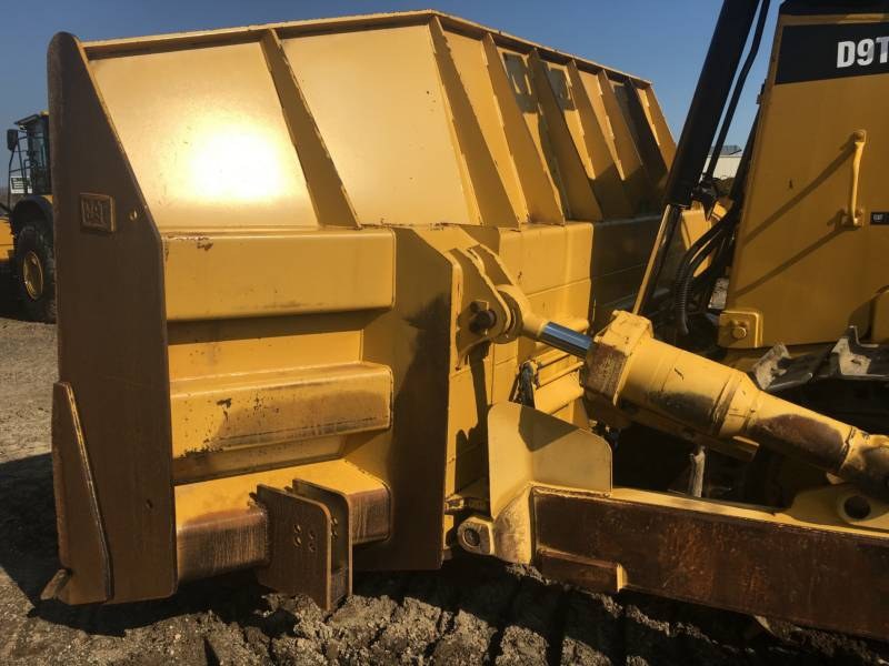 CATERPILLAR TRACK TYPE TRACTORS D9T equipment  photo 17