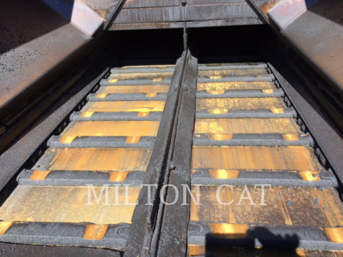 Detail photo of 2004 Caterpillar AP1000B from Construction Equipment Guide