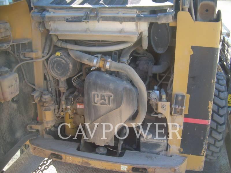 CATERPILLAR MINICARGADORAS 242B equipment  photo 2