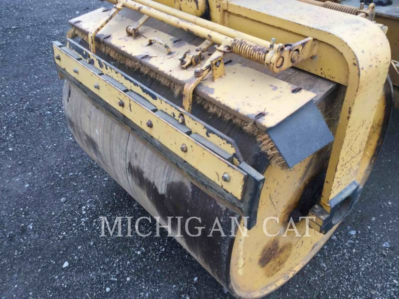 HYPAC VIBRATORY DOUBLE DRUM ASPHALT C330B equipment  photo 7
