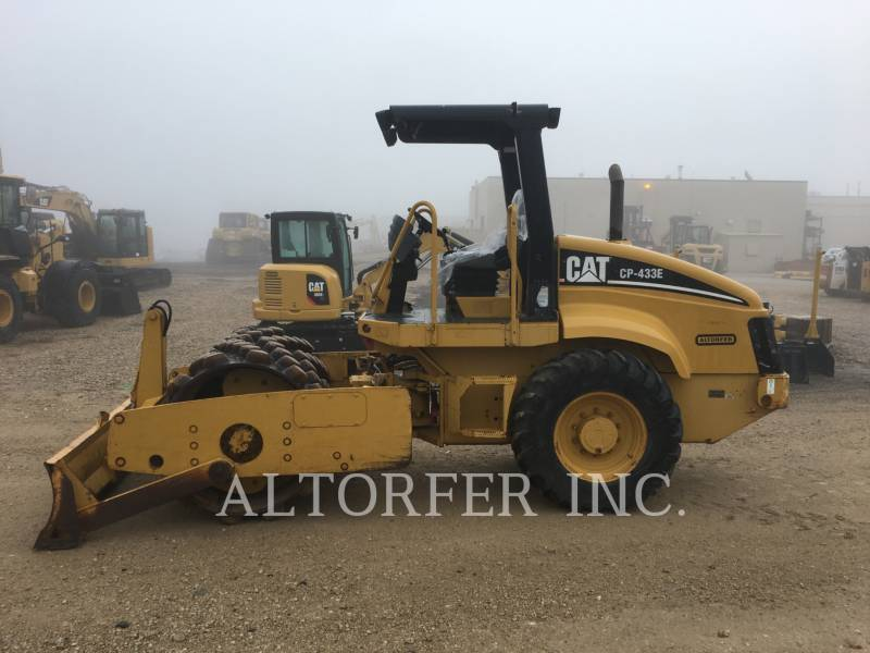 CATERPILLAR VIBRATORY SINGLE DRUM SMOOTH CP433E equipment  photo 2
