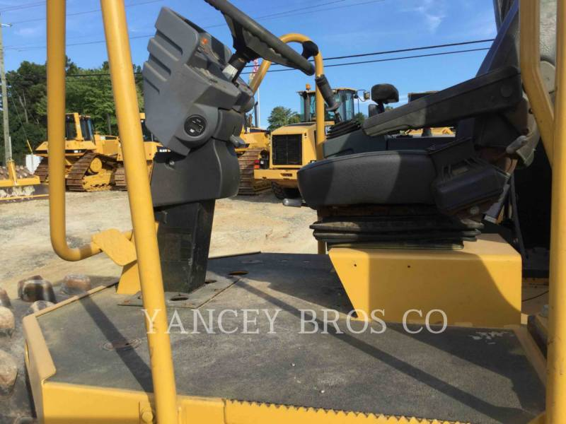 CATERPILLAR TRILLENDE ENKELE TROMMEL OPVULLING CP-433E equipment  photo 7