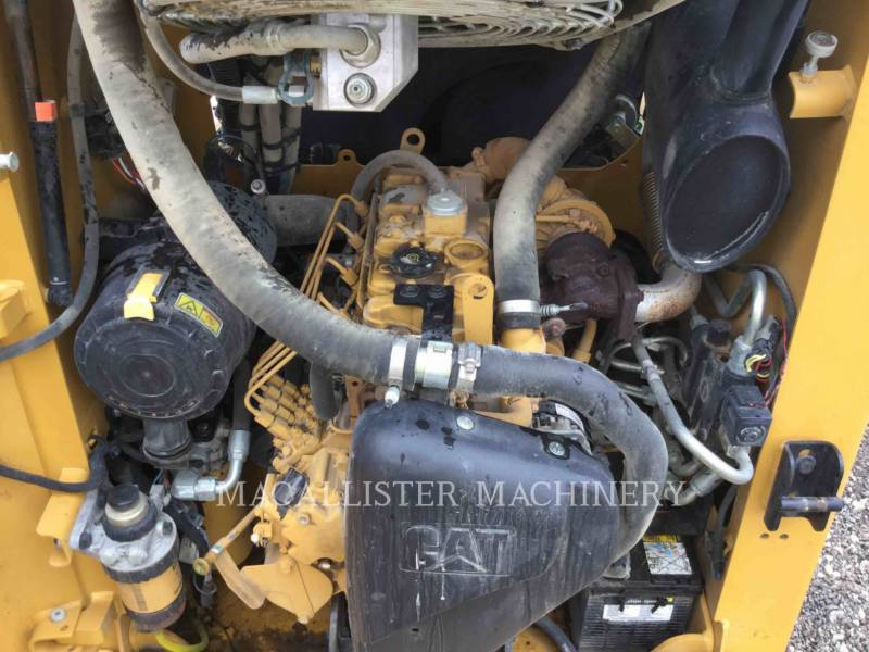 CATERPILLAR KOMPAKTLADER 226B3 equipment  photo 8