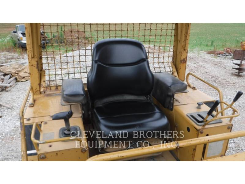 CATERPILLAR TRACK TYPE TRACTORS D4C LGP equipment  photo 5