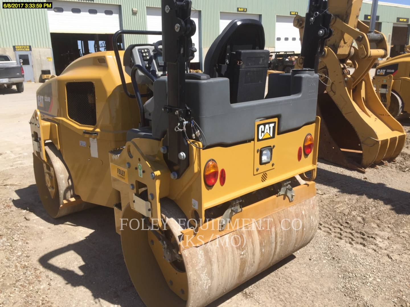 Detail photo of 2015 Caterpillar CB34B from Construction Equipment Guide