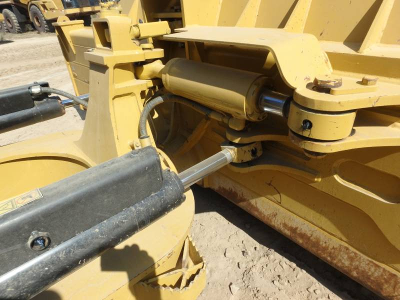 CATERPILLAR TRACK TYPE TRACTORS D6NLGP equipment  photo 9