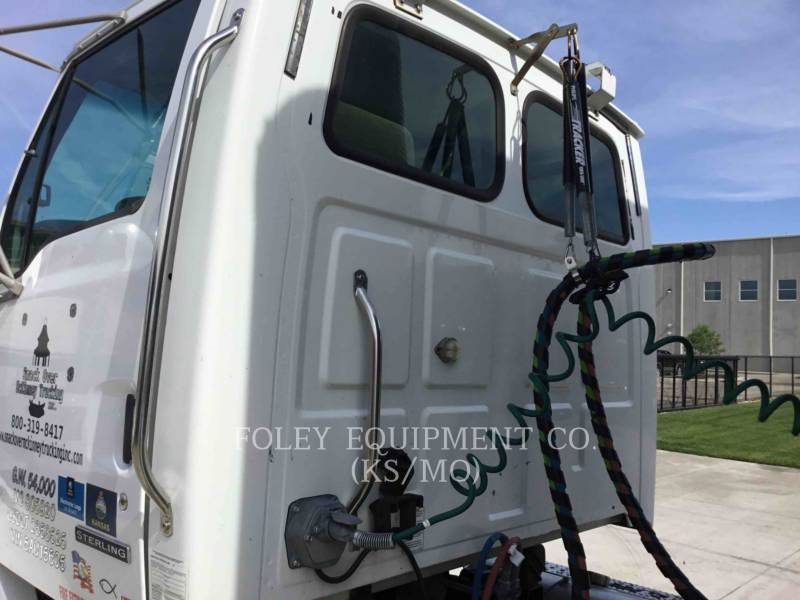 STERLING ON HIGHWAY TRUCKS L8500 equipment  photo 20