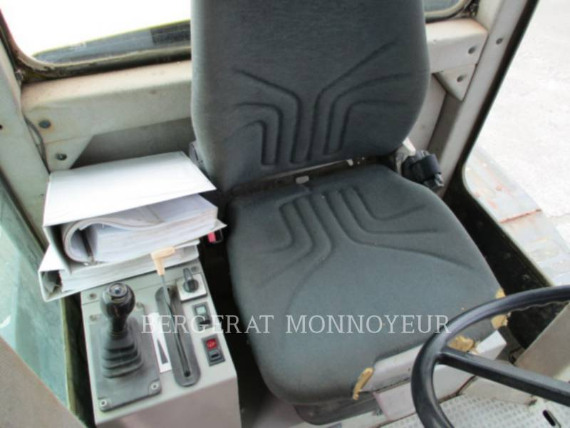 NEW HOLLAND MOTONIVELADORAS 106.6A equipment  photo 18