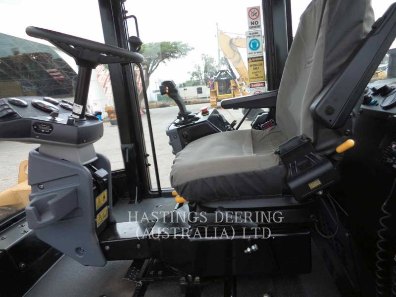 CATERPILLAR COMPACTEURS TANDEMS VIBRANTS CB-534D equipment  photo 9