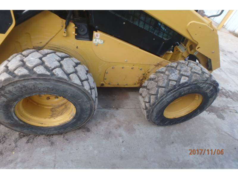 CATERPILLAR CHARGEURS COMPACTS RIGIDES 272D equipment  photo 9